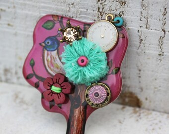 Antique-Style Pink Brooch (Size: 5*6 cm)