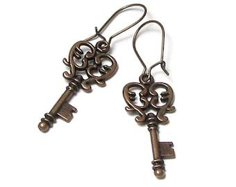 Antique Copper Steampunk Key Earrings Vintage Style Metal Skeleton Scroll Key Jewelry Simple Boho Chic Friendship Secret Lock Gifts for Teen