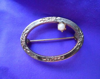 Vintage Gold Tone Small Pin/Brooch Pearl Etched 1960s Oval Dainty Simple