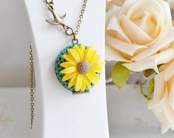 Yellow flower Necklace,Sunflower Locket Necklace,Keepsake,Bird Necklace,Bridesmaid Gift Idea,Daisy Locket,Yellow Necklace,Patina Locket Gif