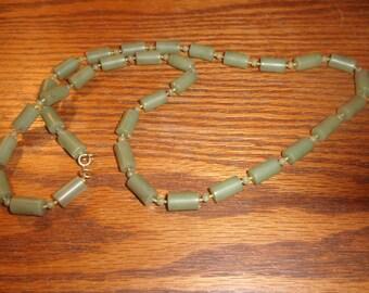 vintage necklace olive green lucite