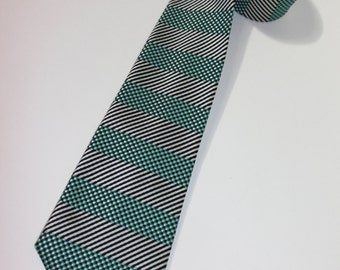 vintage late 50's - 60's -Wembley- narrow neck tie. Mesmerizing Geometric Stripes. Black, Silver, Green
