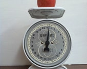 1950s Grey and White 25 Pound Way Rite Household Kitchen Scale
