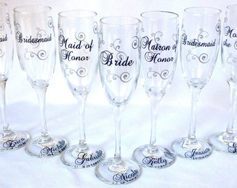 Wedding party personalized glasses. Bridesmaids flutes, champagne glasses, Match your wedding colors.  Bridesmaid gift, maid of honor gift