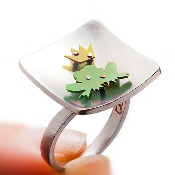 Frog prince ring, prince crown, fairy crown, fairytale fairy, fairy tale, gift for girlfriend, handmade silver ring, green frog, gold crown