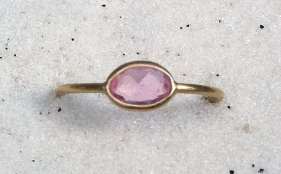Unheated pink sapphire and solid 18k gold ring