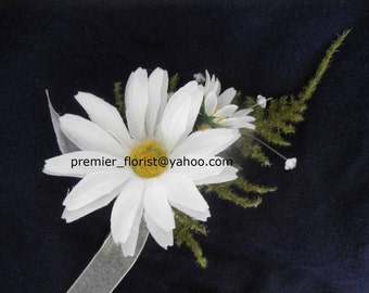 4 pc. set: Daisy Boutonniere for Groom Best Man Father of the Bride. White DAISY Silk Flowers with greenery and handwrapped stem