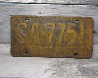 Vintage Metal License Plate Wall Hanger New York EMPIRE State Rusted and Naturally Distressed Rusted 1957 Rusty Metal