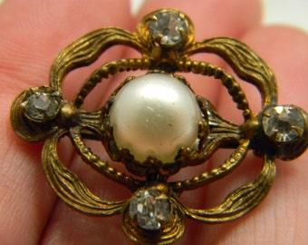 Vintage Art Nouveau brass brooch c clasp