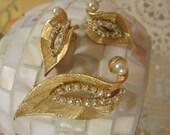 Vintage Trifari Style Pearl  Rhinestone Brooch & Clip On Earrings Set/Unsigned Designer Jewelry Goldtone