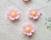 11 mm Light Pink Resin Flower Cabochons  (.s)