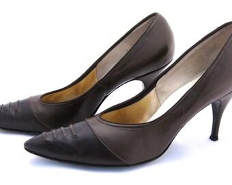 1950's Two-Tone Ladies Pumps // 50's Ladies Shoes // Brown Leather Pumps // Classic Pumps // Ladies Vintage Heels //