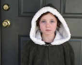 Girls Fleece Cloak with faux fur trim size 14