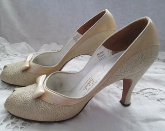 1950's Leather Cream Peep Toe PUMPS by MARTINQUE for Bullocks Wilshire