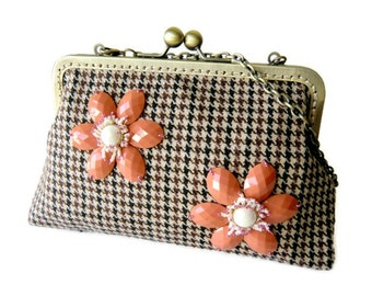 Tweed Clutch Purse Wool Clutch Bag Brown Classic Tweed Purse Embroidered with Beaded Daisy Kiss Lock Clutch Bridesmaids Gifts Valentine Gift