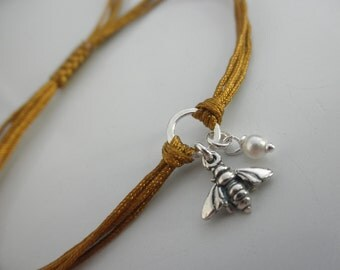 Bee friendship bracelet and tiny pearl