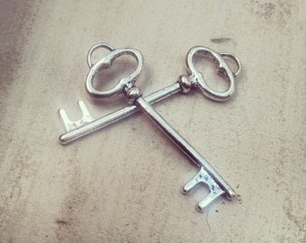 6 - Skeleton Key Charms, Silver, Vintage Key, Vintage Jewelry Supplies Simple Oval (BD091)