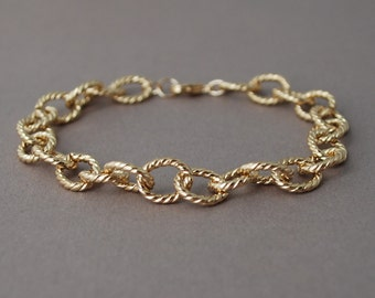 Twisted Links Gold Chain Bracelet