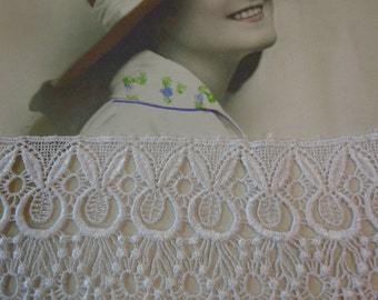 """Lovely 4.25"""" Wide Rayon Venise Lace Trim in White (1 yd)"""