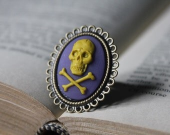 Yellow On Purple Skull And Crossbones Cameo Ring - Brass (Adjustable)