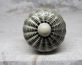 Black and White Wine Bottle Stopper