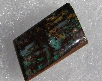 Beautiful 8.7ct Koroit boulder opal. opalized wood