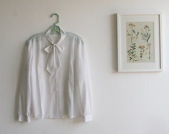 SALE / Vintage 1970s White buttoned blouse, Long sleeve blouse/  Free shipping