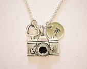 Personalized Camera Necklace, photography necklace, camera necklace, photographer gift, camera jewelry, photography jewelry, initial