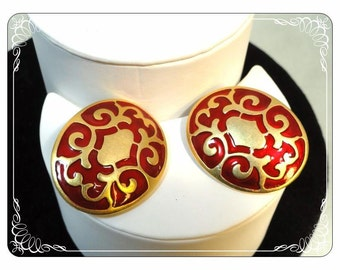 Signed Deja Oval Red & Gold Tone Clip on Large Earrings  E362a-030813010