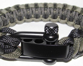 Deluxe Paracord Survival Bracelet w/ Adjustable Shackle - OD Green / Black