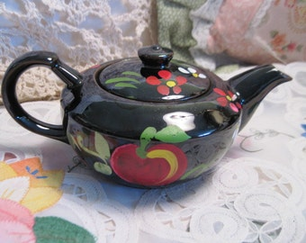Teapot,Small Teapot, Sweet Black and Red Small Tea Pot/Not Included in Coupon Sale /s
