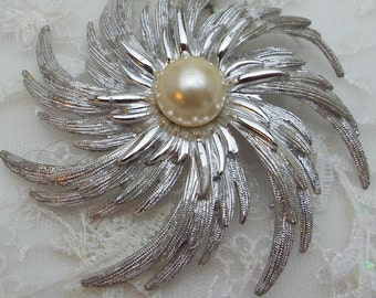 Brooch Sarah Coventry Silver and Pearl Swirl Big Pin