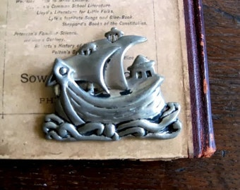 Vintage Brooch, Spanish Galleon Ship, Pewter Brooch, Silver Tone Brooch, Vintage Pin, Vintage Fashion, Vintage Boat, Vintage Jewelry