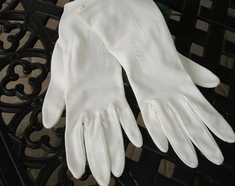 Mantessa Ladies Gloves Size 7 circa 1950s