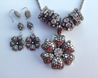 Chunky Statement Necklace-Flower Necklace-Statement Necklace-Silver-One of a Kind-Hand Made-Designs by Stalinda