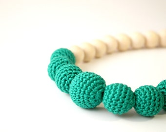 Emerald green solid Nursing necklace, Babywearing, Breastfeeding necklace by MagazinIL