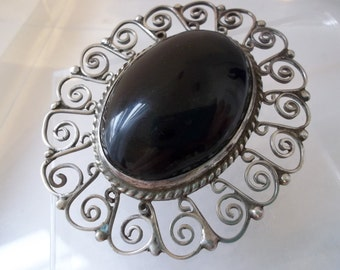 Mexican Etruscan Style Sterling Silver & Black Onyx Cabochon Stone Brooch/ Silver Lace Filigree/ SIGNED JE MEXICO/ Frida Kahlo Style Fashion