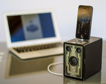 Vintage iPhone dock from Upcycled Camera - IPHONE 7, 6 and 5