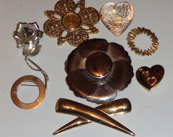 Lot of vintage brooches wear. destash, upcycle, recycle, mixed media, assemblage*