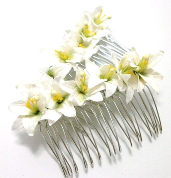 White/ Ivory Lily Floral Hair Comb/ Traditional/ Bridal/ Wedding Hair Accessories/ Bridesmaid Hair Fascinator
