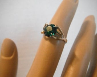 Vintage silver tone and green rhinestone ring