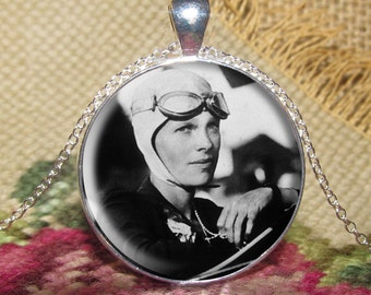 Amelia Earhart Pendant/Necklace Jewelry, Amelia Earhart Necklace Jewelry, Amelia Earhart Photo, Photo Jewelry Glass Pendant Gift