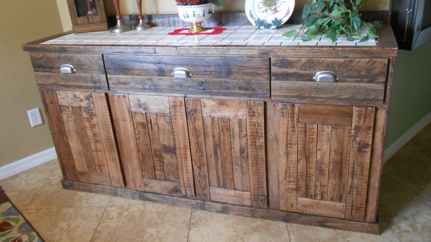 reclaimed pallet wood sideboard. Black Bedroom Furniture Sets. Home Design Ideas