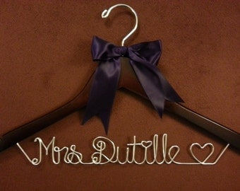 One line Personalized Wedding Hangers,last name hanger, Bridal Hangers, Bride gift,weddings,custom made, Name Hanger,shower gifts