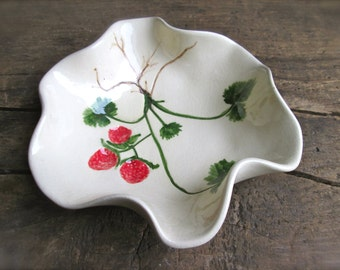 Vintage Ceramic Bowl Jewelry Dish Organizer Ring Dish Soap Ceramic Strawberry Decor Bathroom Trinket Dish Home and Living Decor