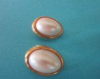 Vintage Gold Tone & Lustrous Faux Pearl Cabachon Richelieu Earrings