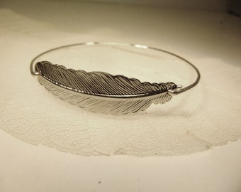 Plume Feather stackable wire bangle bracelet