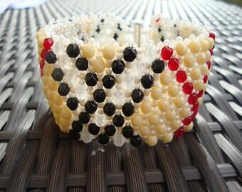 Capricho bracelet - from Czech firepolished glass beads - beige red black white