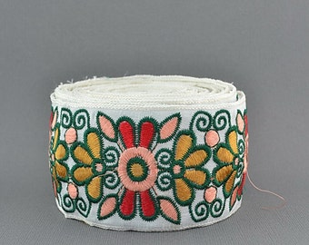 25% Discounts, Embroidery Lace Trim, Jacquard Border, Indian Style, Floral, White Base, Peach, Green, Red, Yellow - 1 meter