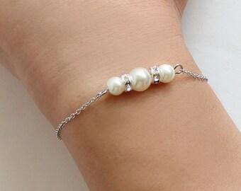 Pearl bracelet, pearl and chain bracelet, bridesmaid pearl bracelet, bridesmaid gift, wedding gift
